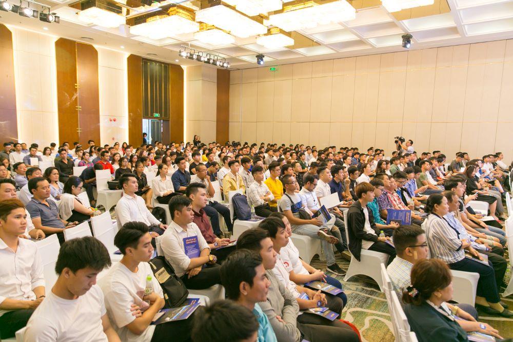 Giới trẻ Việt khắp thế giới đổ về Việt Nam học phi công  - Ảnh 7