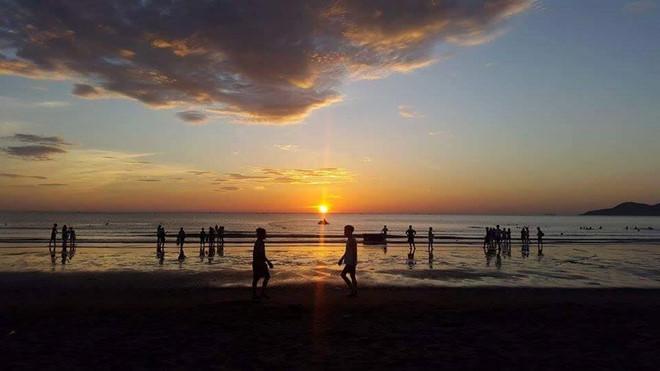 Trải nghiệm bình minh huyền ảo trên bãi biển Cửa Lò  - Ảnh 2