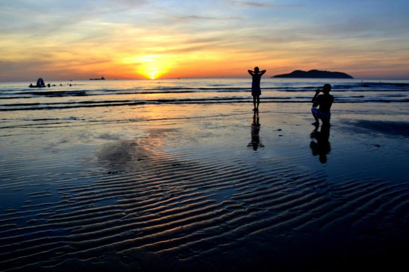 Trải nghiệm bình minh huyền ảo trên bãi biển Cửa Lò  - Ảnh 5