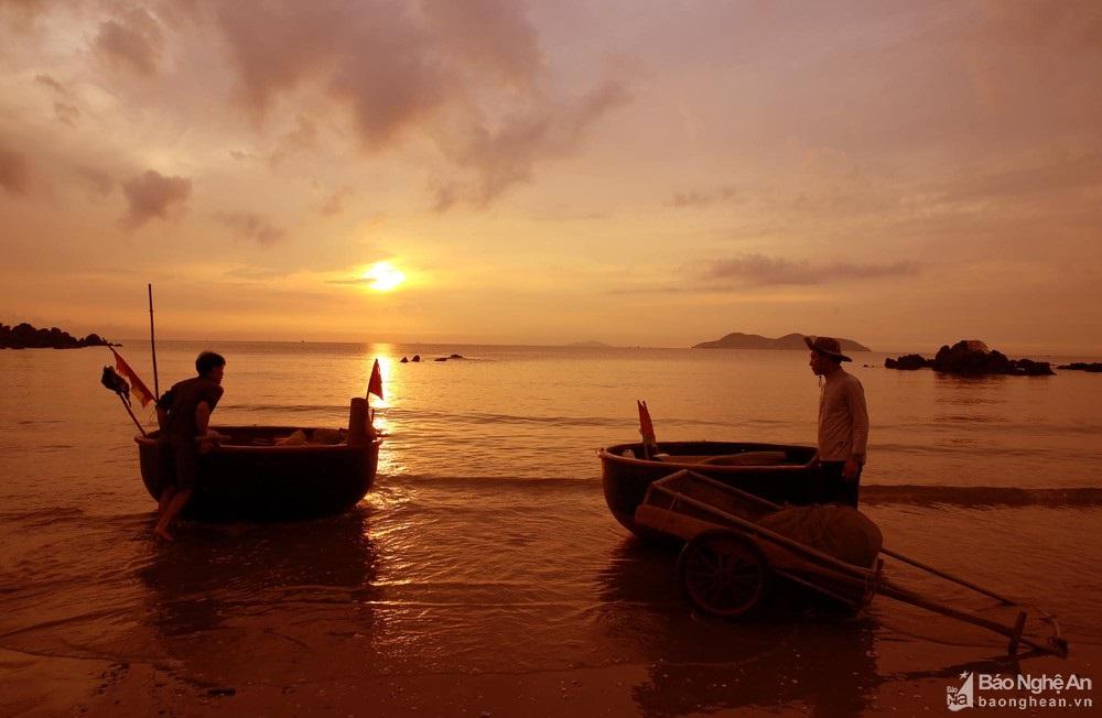 Trải nghiệm bình minh huyền ảo trên bãi biển Cửa Lò  - Ảnh 6