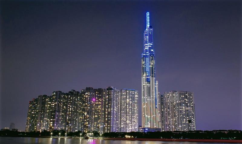 """""""Nụ cười Việt Nam"""" toả sáng trên tháp Landmark 81 truyền đi thông điệp hòa bình - Ảnh 1"""