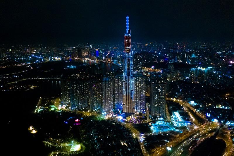 """""""Nụ cười Việt Nam"""" toả sáng trên tháp Landmark 81 truyền đi thông điệp hòa bình - Ảnh 2"""