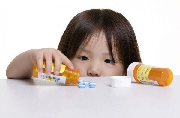 Trẻ bị tiêu chảy khi uống thuốc kháng sinh: Mẹ nên làm gì?  - Ảnh 1