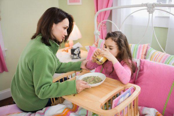 Trẻ bị tiêu chảy khi uống thuốc kháng sinh: Mẹ nên làm gì?  - Ảnh 2