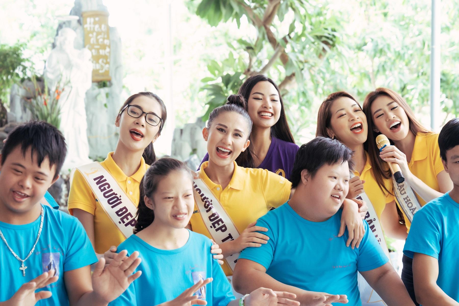 Nam A Bank đồng hành cùng Tân Hoa hậu Hoàn vũ Việt Nam 2019 trao quà cho trẻ em tại mái ấm hy vọng  - Ảnh 3