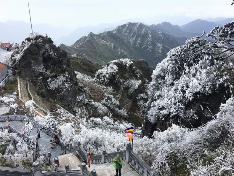 """Giáng sinh này chinh phục """"xứ sở pha lê"""" cực chất trên đỉnh Fansipan  - Ảnh 10"""