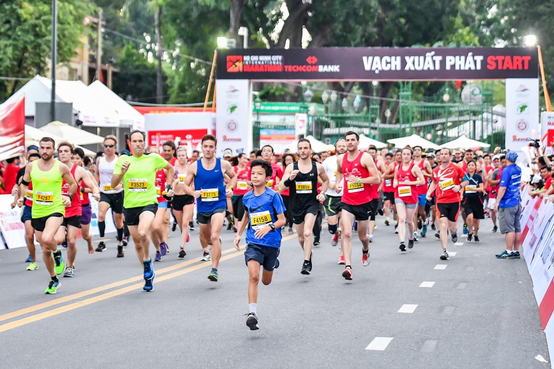 Hướng đến cộng đồng: giải Marathon quốc tế TP. HCM Techcombank 2019 thu hút gần 13.000 người tham dự - Ảnh 2