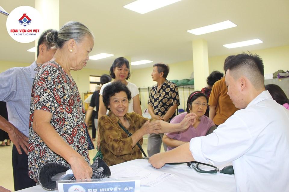 Bệnh viện đa khoa An Việt khám, cấp thuốc miễn phí tại phường Phương Liệt  - Ảnh 3