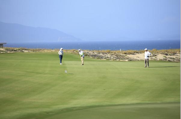 """Giải Golf """"Vì Trường Sa thân yêu"""" huy động hơn 136 tỷ đồng ủng hộ Trường Sa và Vùng 4 Hải Quân - Ảnh 2"""