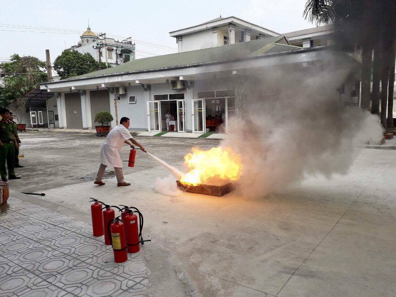 Bệnh viện Lao và Bệnh Phổi tỉnh Phú Thọ: Đảm bảo an toàn và chấp hành nghiêm chỉnh luật phòng cháy, chữa cháy - Ảnh 3