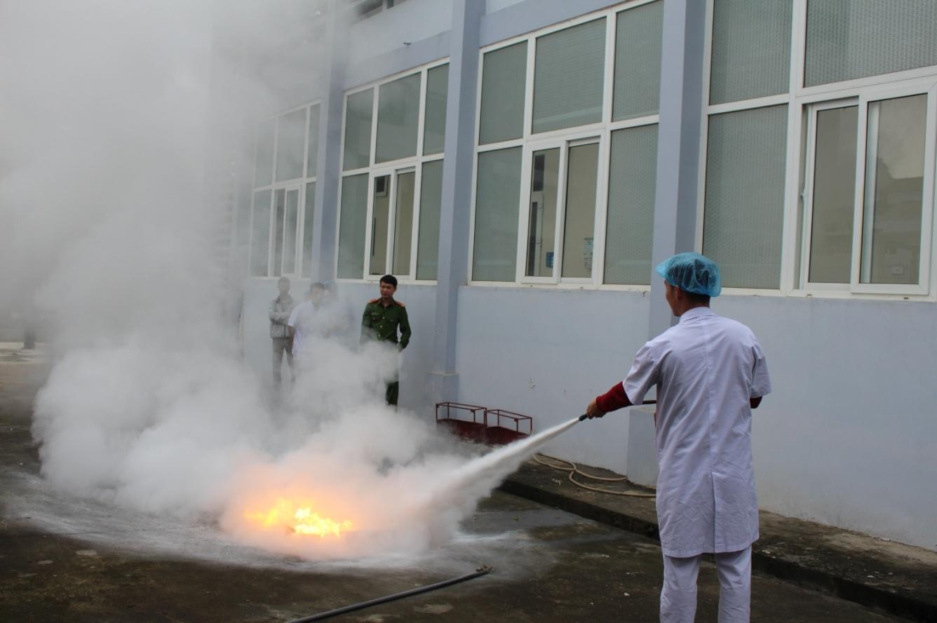 Trung tâm Y tế huyện Thanh Ba tập huấn nghiệp vụ công tác phòng cháy chữa cháy năm 2019 - Ảnh 4