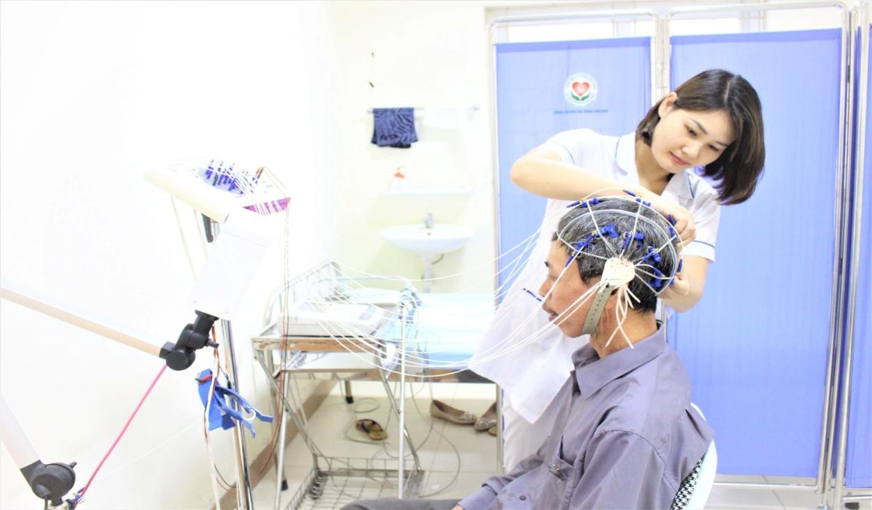 Trung tâm Y tế huyện Đoan Hùng tiếp tục triển khai nhiều kĩ thuật chuyên sâu vào công tác khám chữa bệnh - Ảnh 2
