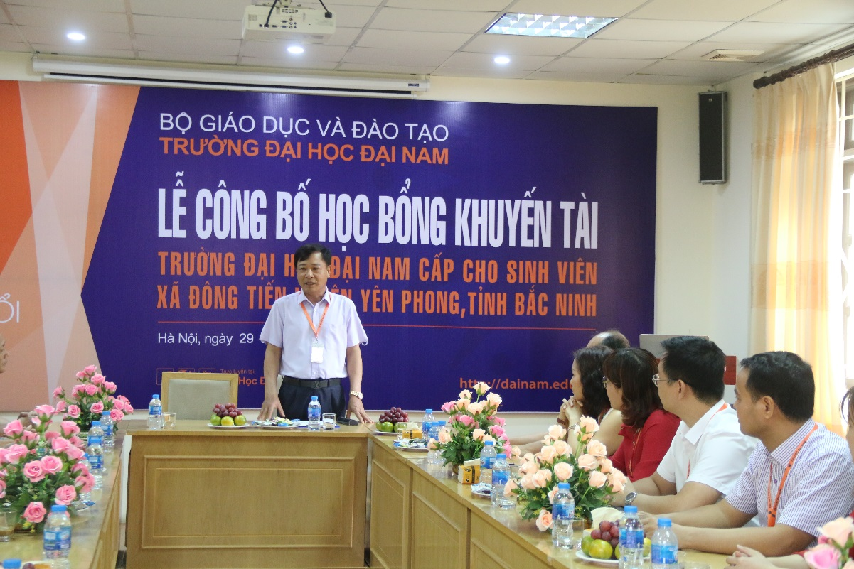 ĐH Đại Nam cấp 500 triệu đồng học bổng Khuyến tài cho SV xã Đông Tiến – Yên phong - Bắc Ninh - Ảnh 1