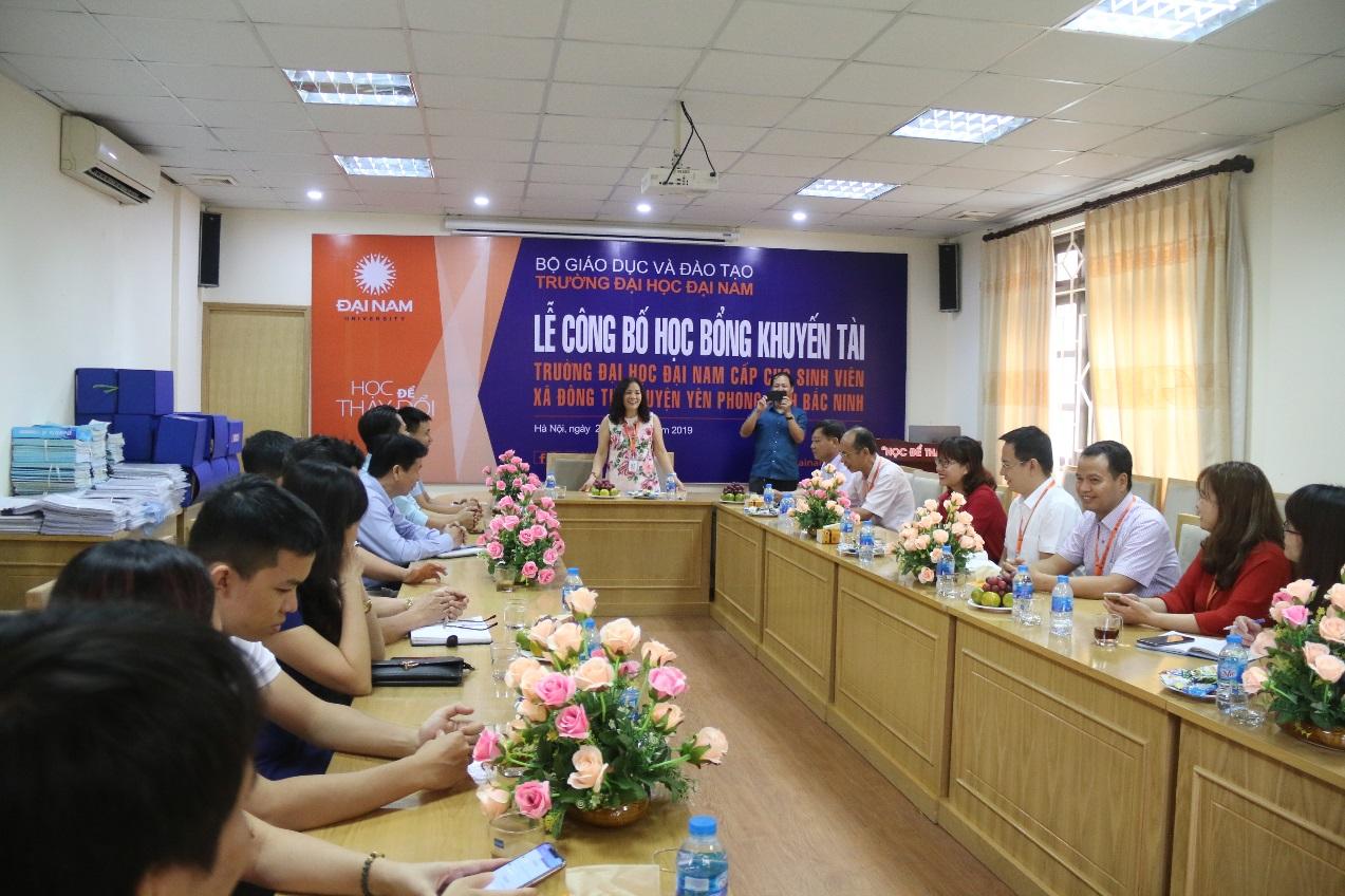 ĐH Đại Nam cấp 500 triệu đồng học bổng Khuyến tài cho SV xã Đông Tiến – Yên phong - Bắc Ninh - Ảnh 4