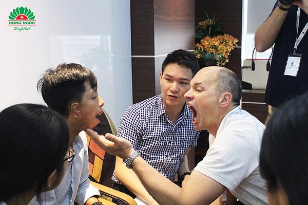 Khai mạc CT hợp tác phẫu thuật dị tật từ thiện giữa BV Hồng Ngọc và FTW - Ảnh 3
