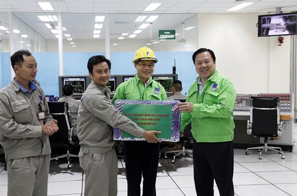 Chủ tịch UBQLVNN Nguyễn Hoàng Anh thăm và làm việc  tại Tổng Công ty Phân bón và Hóa chất Dầu khí (PVFCCo) - Ảnh 2