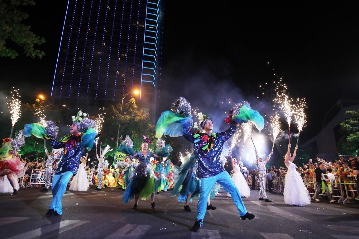 Carnival đường phố Đà Nẵng tối 23/6: đại tiệc của những vũ điệu  - Ảnh 1