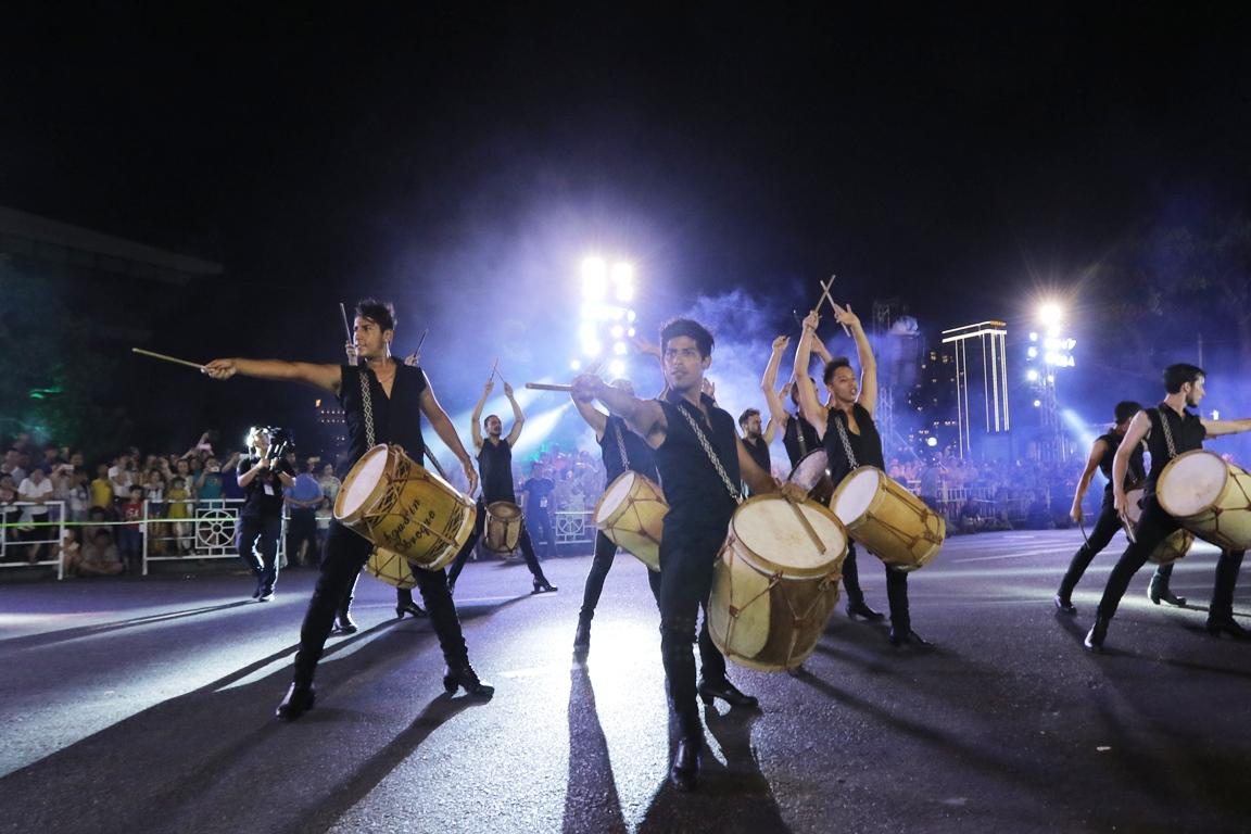 Carnival đường phố Đà Nẵng tối 23/6: đại tiệc của những vũ điệu  - Ảnh 3