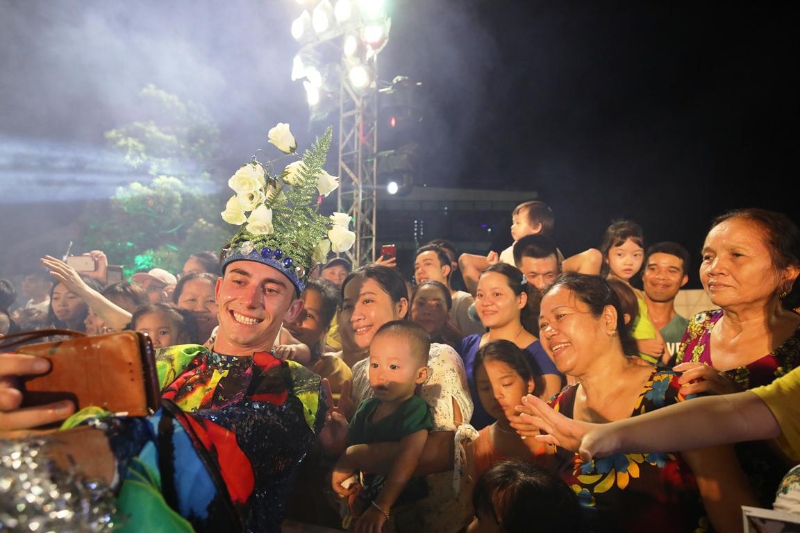 Carnival đường phố Đà Nẵng tối 23/6: đại tiệc của những vũ điệu  - Ảnh 8