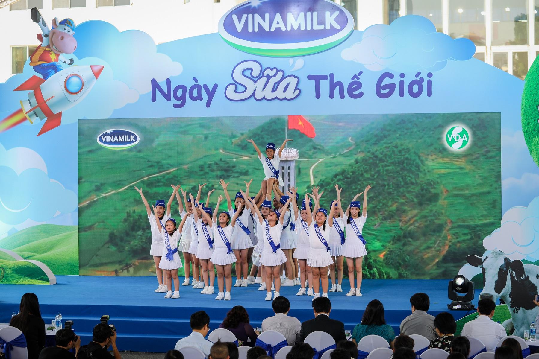 Vinamilk hưởng ứng thông điệp niềm vui uống sữa tại trường của ngày sữa thế giới 2019 - Ảnh 1