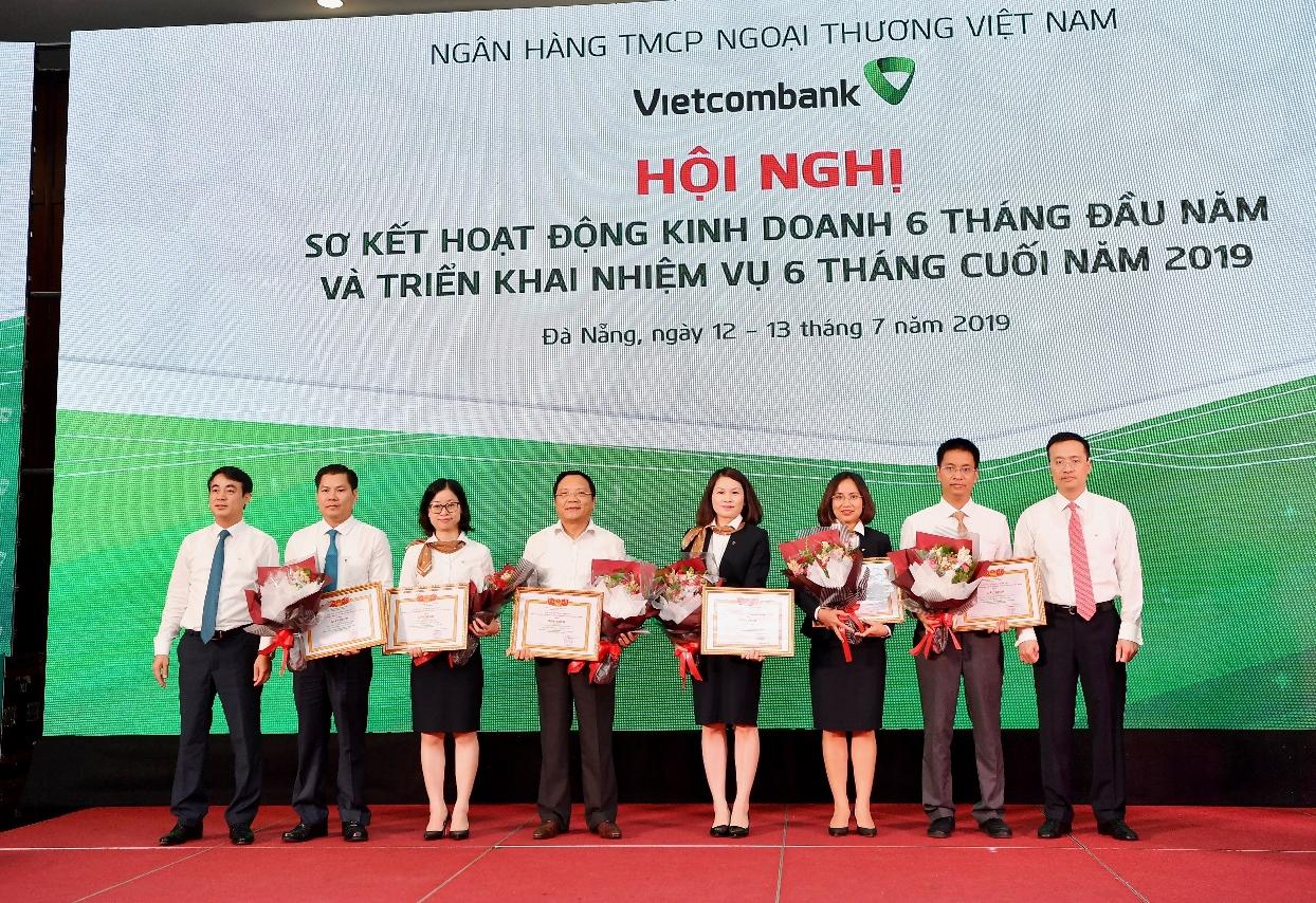 Vietcombank tổ chức hội nghị sơ kết hoạt động kinh doanh 6 tháng đầu năm và triển khai nhiệm vụ kinh doanh 6 tháng cuối năm 2019  - Ảnh 4