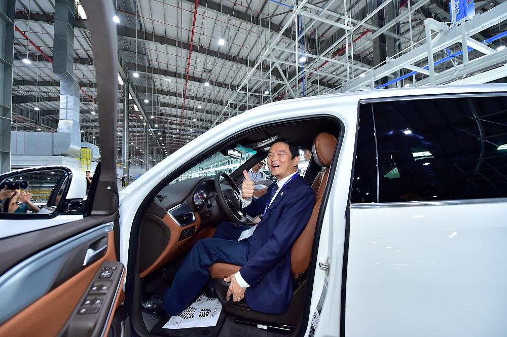Trải nghiệm chưa từng có của khách hàng Việt khi nhận xe Vinfast Lux  - Ảnh 9