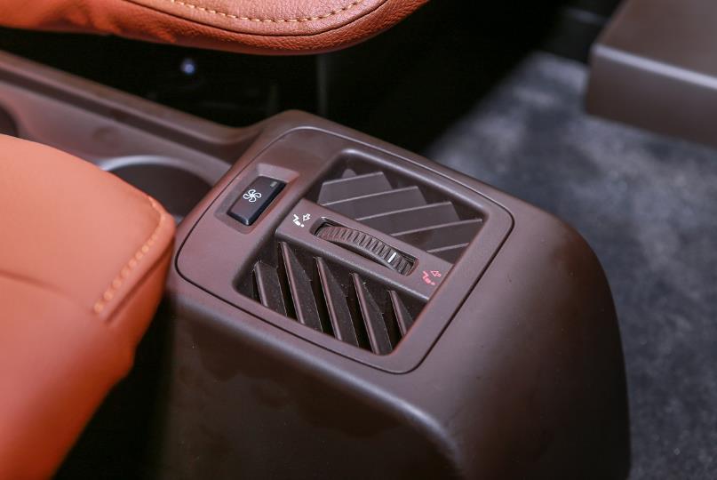 Cận cảnh VinFast Lux SA2.0 - xe SUV hạng sang của người Việt mới xuất xưởng  - Ảnh 15