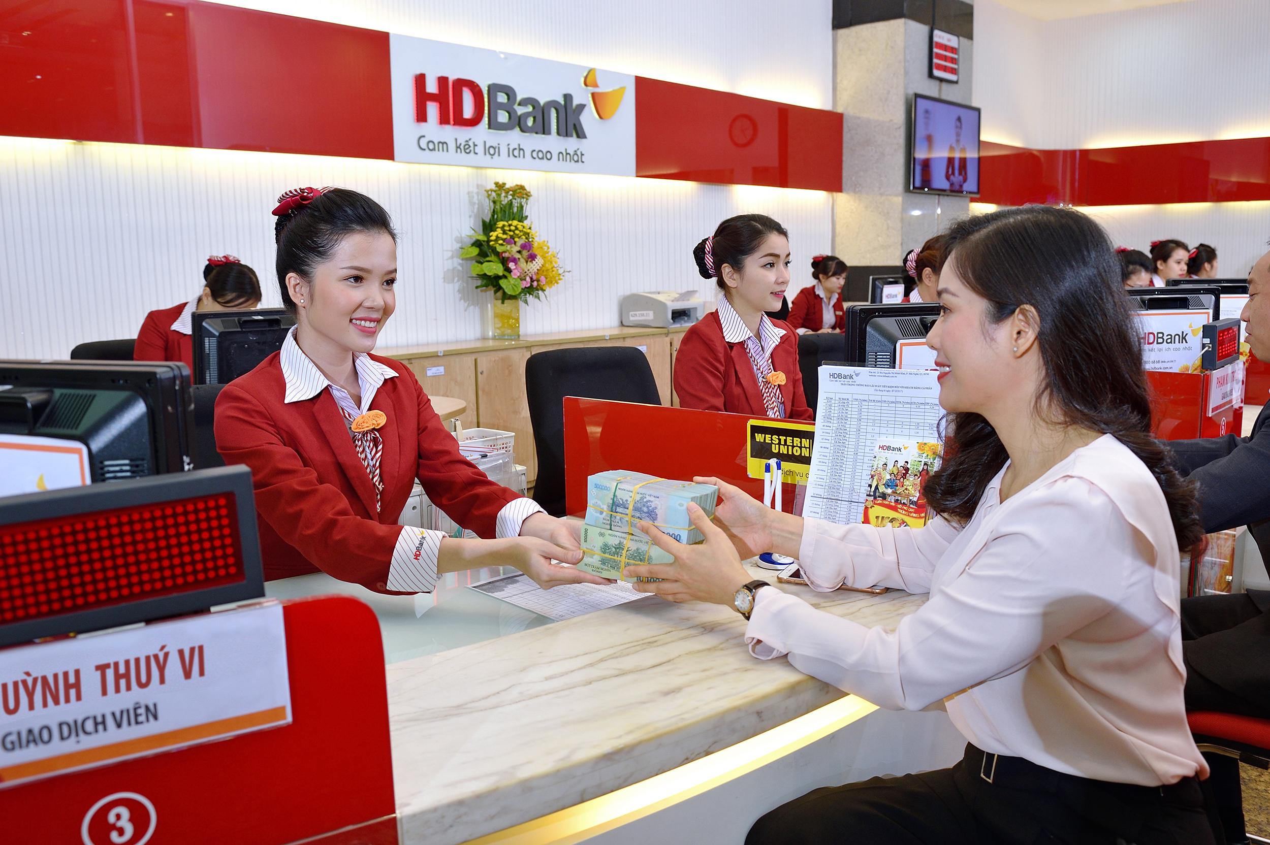 HDBank báo lãi 2.211 tỷ đồng, nợ xấu ngân hàng dưới 1%  - Ảnh 1