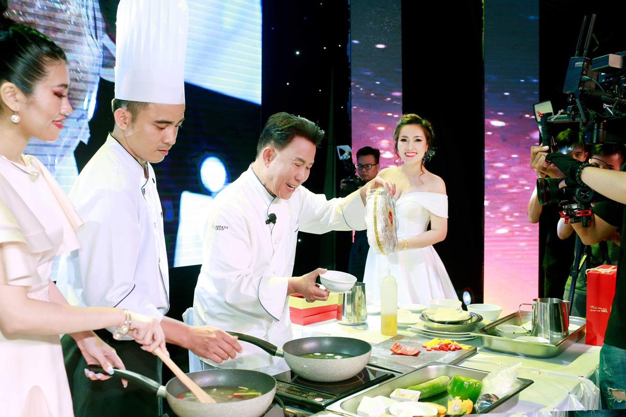 """""""Phù thuỷ ẩm thực"""" nổi tiếng thế giới Yan Can Cook dùng 100% tổ yến của thương hiệu """"Hồng Yến – Yến Bạc Liêu"""" để chế biến món ăn - Ảnh 1"""