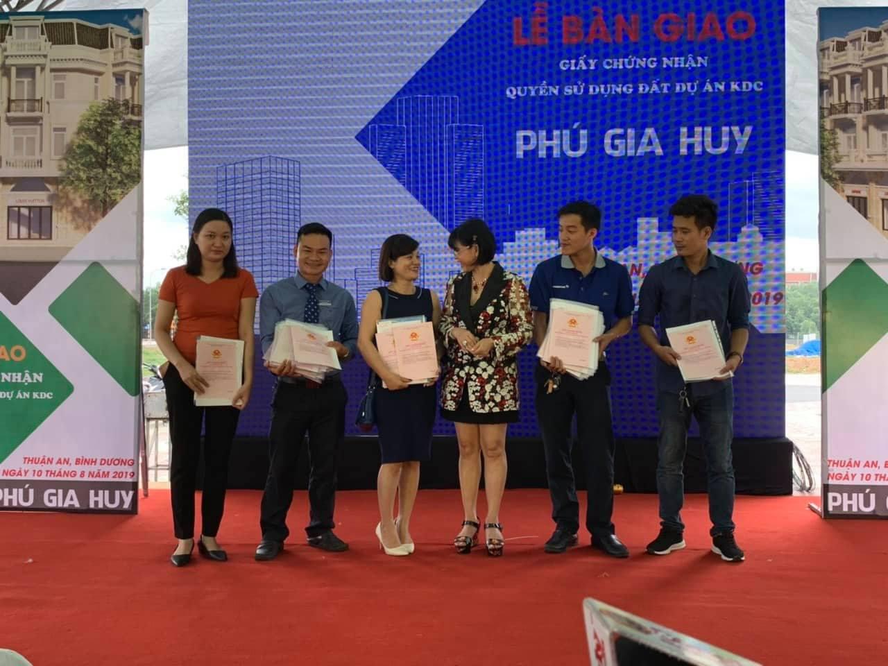 Dự án Phú Hồng Thịnh: Nhiều khách hàng vui mừng vì được trao sổ hồng sớm hơn mong đợi - Ảnh 2