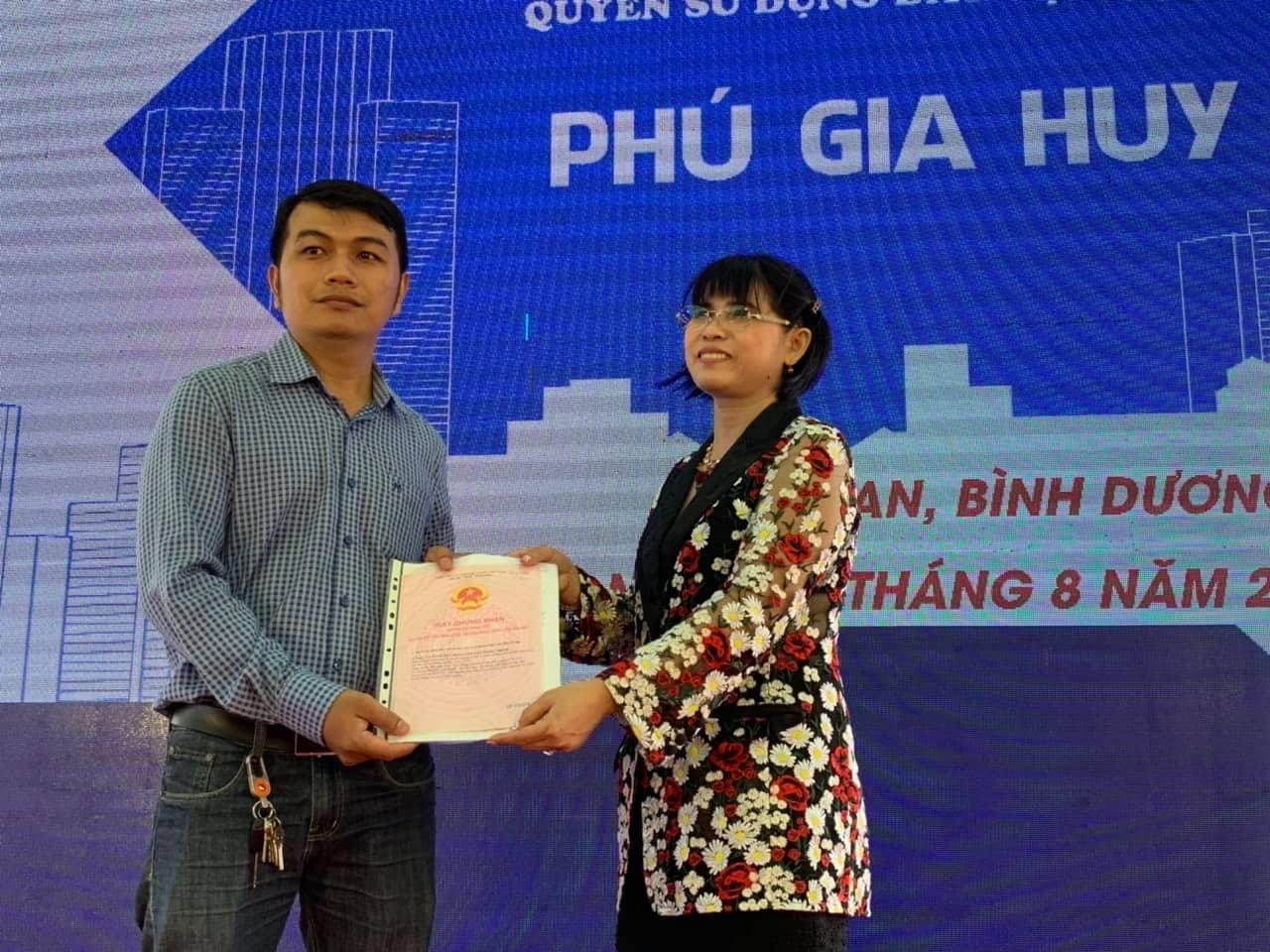 Dự án Phú Hồng Thịnh: Nhiều khách hàng vui mừng vì được trao sổ hồng sớm hơn mong đợi - Ảnh 1