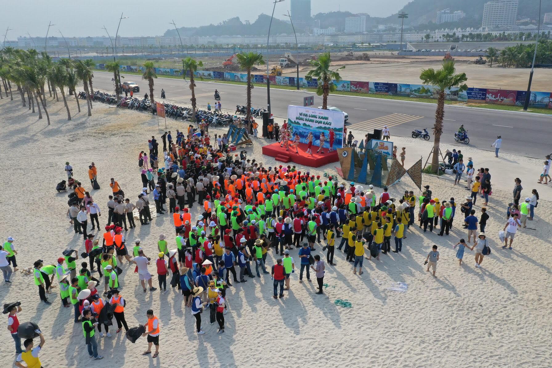 30 phút thu về hơn 300kg rác trên bãi biển Bãi Cháy  - Ảnh 3