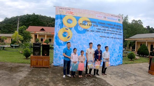 Chương trình thiện nguyện phổ cập bơi cho trẻ em vùng cao biên giới - Ảnh 1