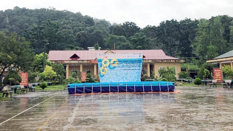 Chương trình thiện nguyện phổ cập bơi cho trẻ em vùng cao biên giới - Ảnh 2