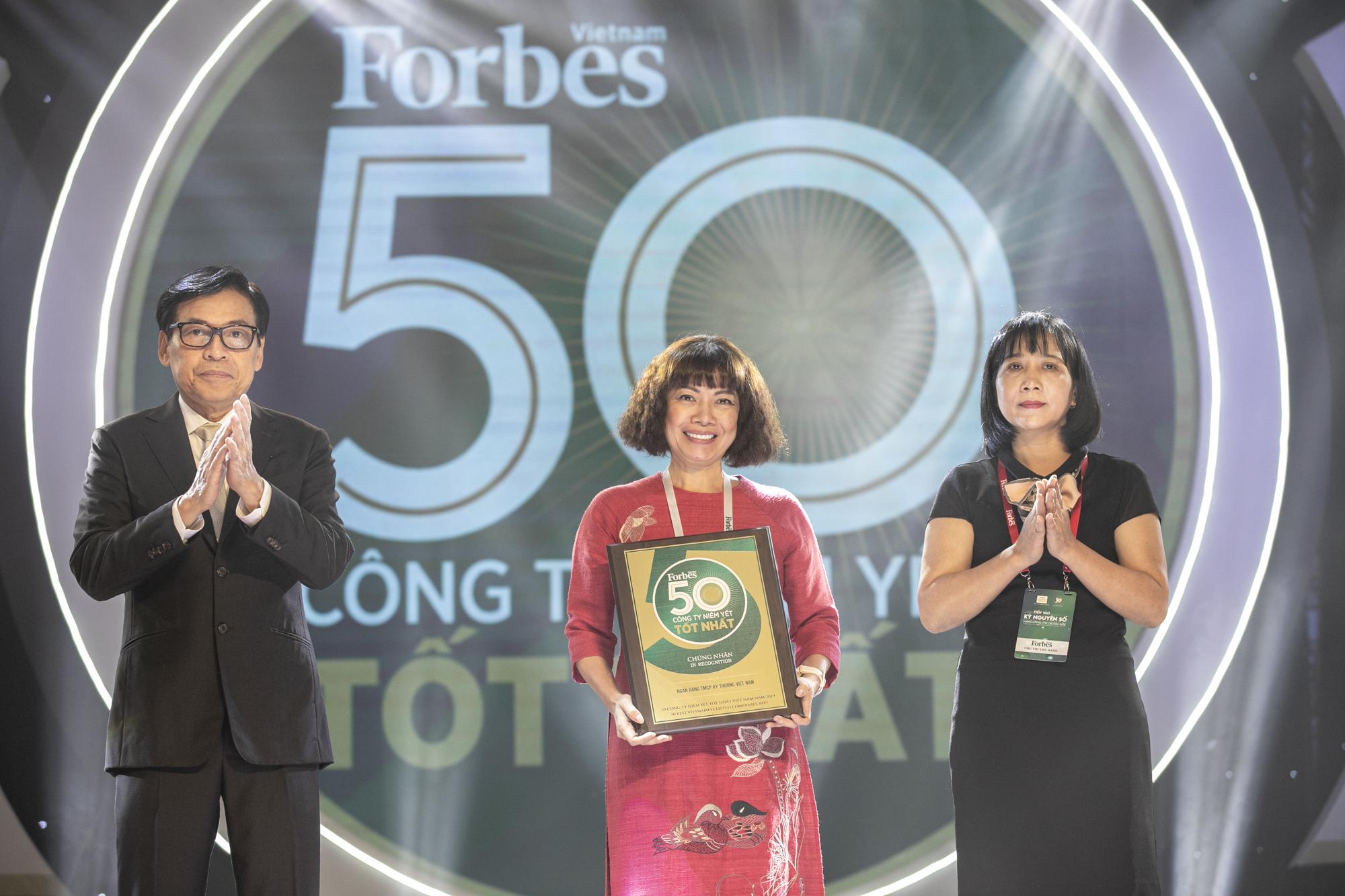 Forbes: Vinh danh Techcombank Top 50 công ty niêm yết tốt nhất Việt Nam  - Ảnh 1