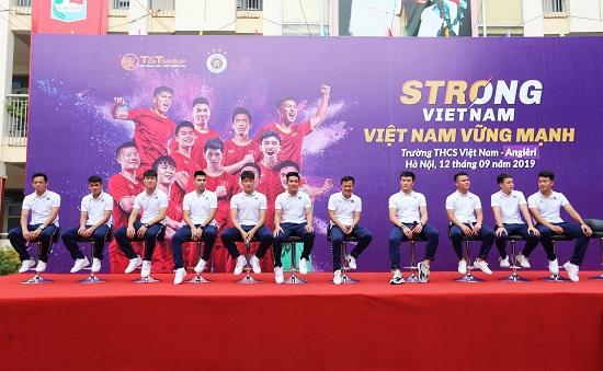 Quang Hải, Bùi Tiến Dũng đeo mặt nạ trung thu truyền cảm hứng tại Strong Vietnam - Ảnh 5