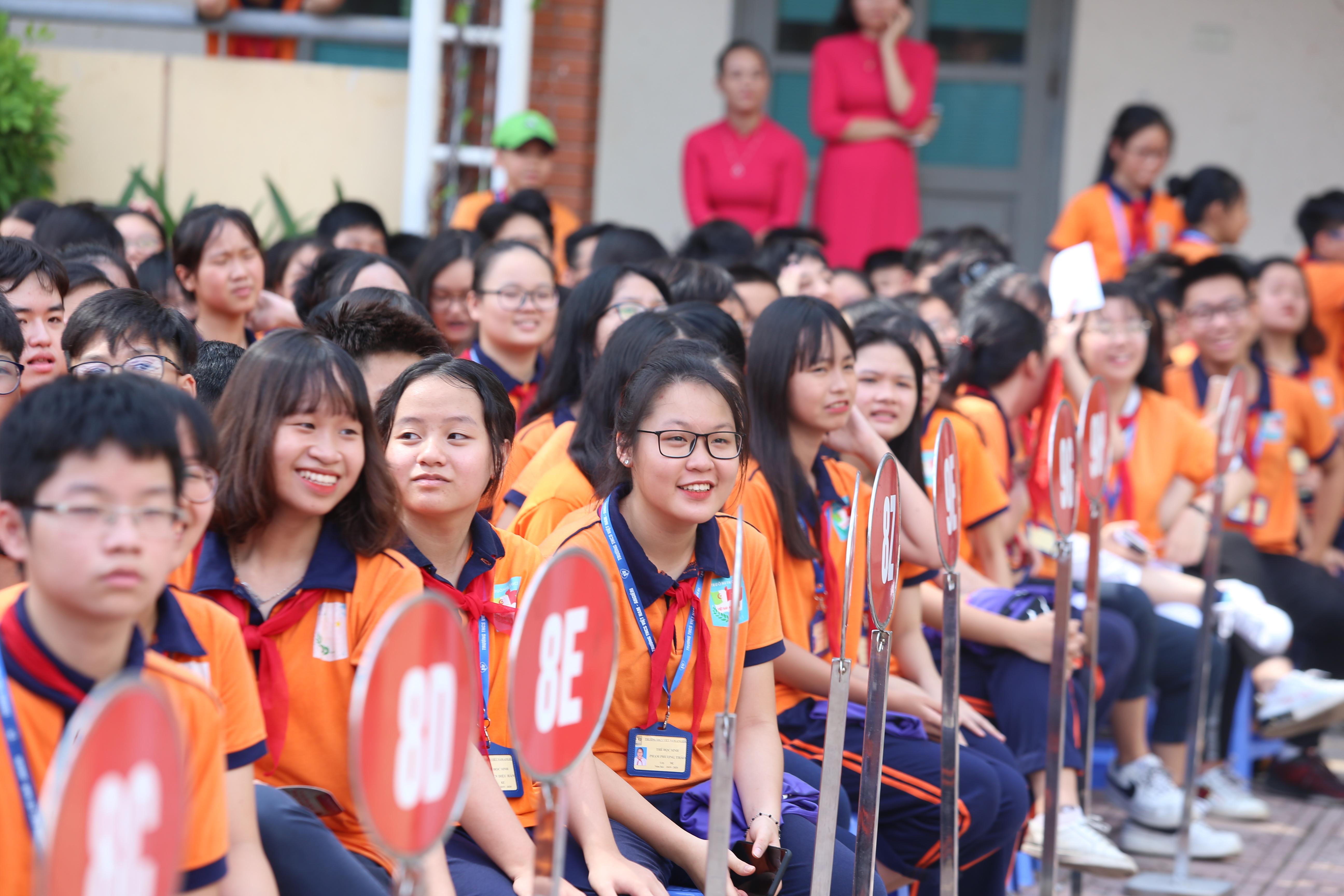 Quang Hải, Bùi Tiến Dũng đeo mặt nạ trung thu truyền cảm hứng tại Strong Vietnam - Ảnh 3