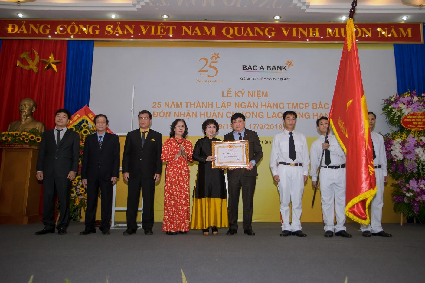 BAC A BANK kỉ niệm 25 năm thành lập và đón nhận Huân chương Lao động hạng Ba - Ảnh 1