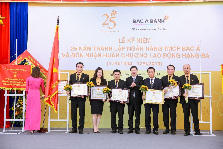 BAC A BANK kỉ niệm 25 năm thành lập và đón nhận Huân chương Lao động hạng Ba - Ảnh 5