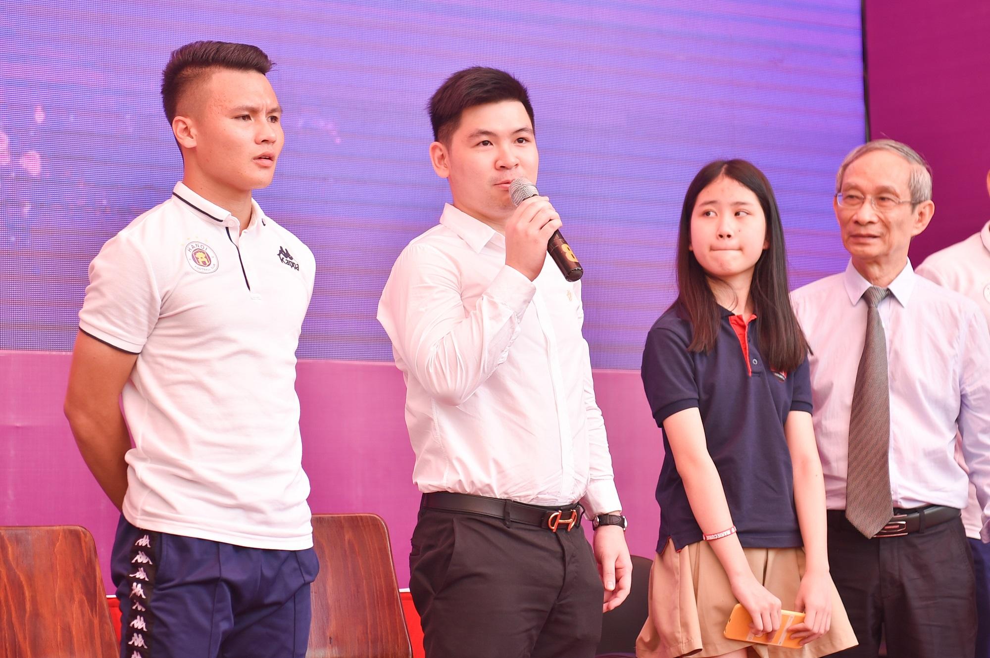 CLB bóng đá Hà Nội tổ chức sinh nhật cho Duy Mạnh ở trường THCS Marie Curie  - Ảnh 3