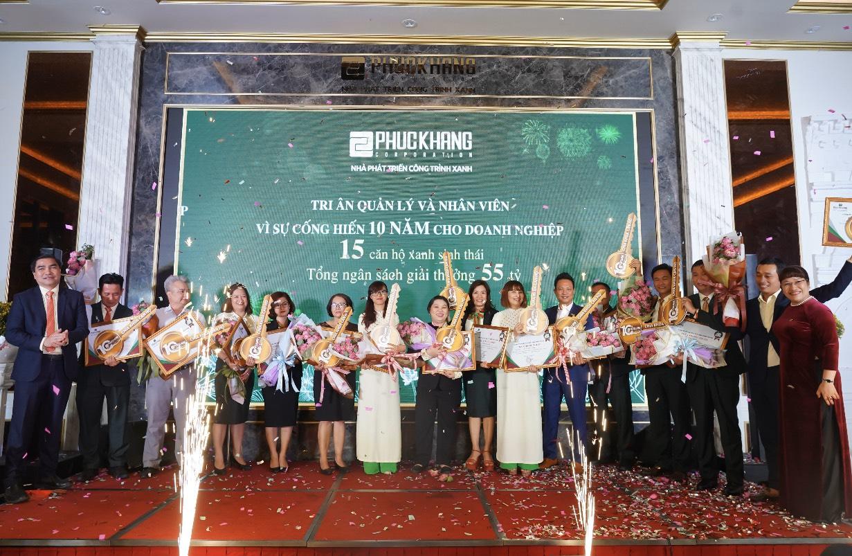 Gala chào xuân 2020: Hành trình 10 năm – Phúc Khang tặng căn hộ và sổ đỏ cho nhân viên trị giá 60 tỷ đồng - Ảnh 3
