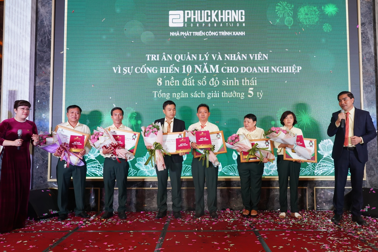 Gala chào xuân 2020: Hành trình 10 năm – Phúc Khang tặng căn hộ và sổ đỏ cho nhân viên trị giá 60 tỷ đồng - Ảnh 4
