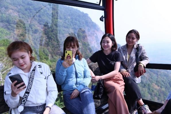 Cáp treo núi Bà Đen của Sun Group giảm giá 50%, người dân Tây Ninh hào hứng 'check in' Nóc nhà Đông Nam Bộ  - Ảnh 3