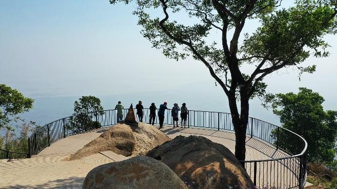 Cáp treo núi Bà Đen của Sun Group giảm giá 50%, người dân Tây Ninh hào hứng 'check in' Nóc nhà Đông Nam Bộ  - Ảnh 4