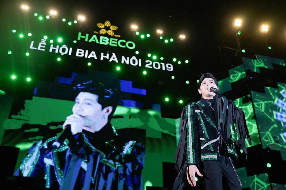 Hàng ngàn du khách tham dự Lễ hội Bia Hà Nội 2019 'cháy' hết mình cùng đội tuyển U22 Việt Nam  - Ảnh 5
