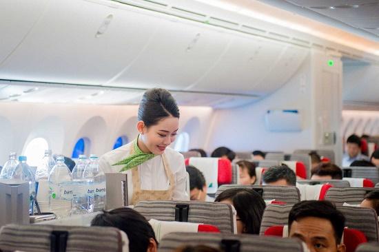 Bamboo Airways bay đúng giờ nhất 9 tháng, là hãng duy nhất vượt công suất cùng kỳ - Ảnh 2