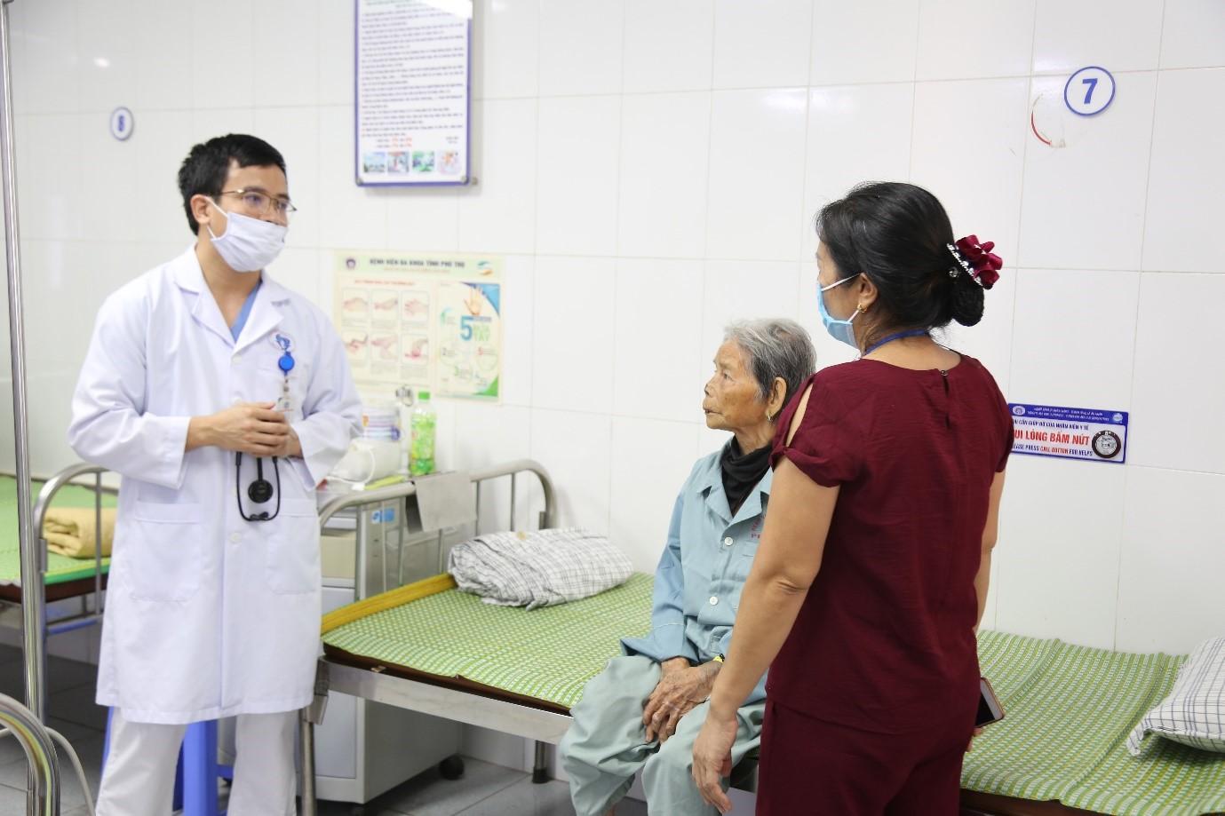 Bệnh viện đa khoa tỉnh Phú Thọ: Cứu sống cụ bà bị nhồi máu cơ tim cao tuổi nhất Việt Nam - Ảnh 1