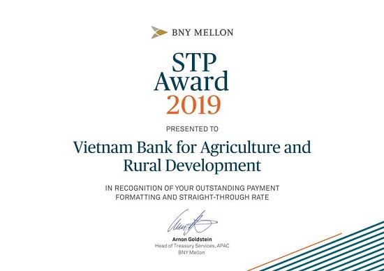 Agribank nhận giải thưởng Tỷ lệ điện thanh toán chuẩn xuất sắc năm 2019 do ngân hàng The Bank of New York Mellon trao tặng - Ảnh 1