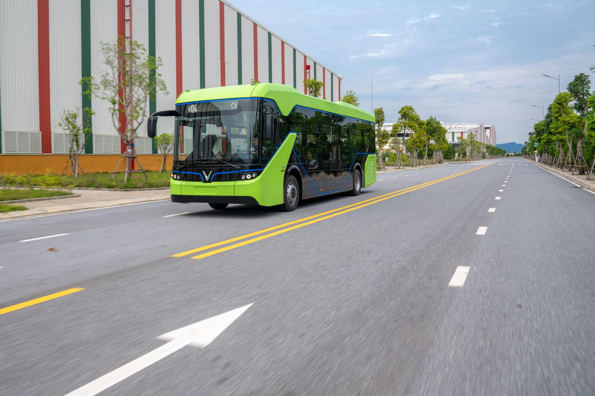 Vingroup chính thức chạy thử nghiệm xe buýt điện VinFast - Ảnh 1
