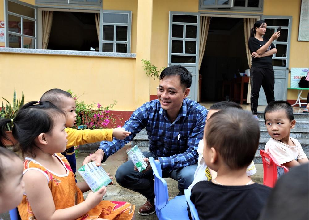 Quỹ sữa Vươn cao Việt Nam và Vinamilk trao tặng 108.500 ly sữa cho trẻ em có hoàn cảnh khó khăn tỉnh Yên Bái - Ảnh 3